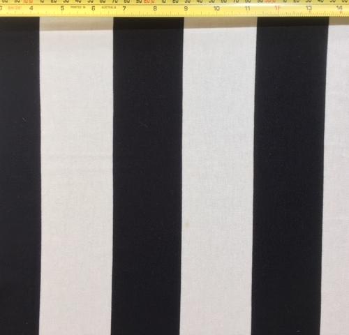 Black white knit 2